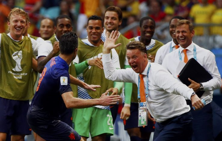Robin van Persie of the Netherlands (front) celebrates his goal against Spain with coach Louis van Gaal during their 2014 World Cup Group B soccer match at the Fonte Nova arena in Salvador June 13, 2014. REUTERS/Michael Dalder (BRAZIL - Tags: SOCCER SPORT WORLD CUP) TOPCUP - RTR3TOYN