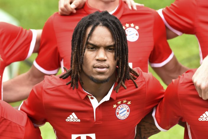 Football Soccer - Bayern Munich photocall - German Bundesliga - Munich, Germany - 10/08/16. Bayern Munich's Munich's Renato Sanches poses after the official photocall. REUTERS/Lukas Barth - RTSMBYG