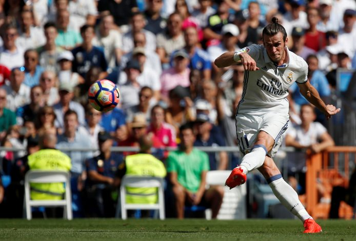 Football Soccer - Spanish Liga Santander - Real Madrid v Osasuna- Santiago Bernabeu, Madrid, Spain 10/09/16. Real Madrid's Gareth Bale in action. REUTERS/Juan Medina - RTSN4X8
