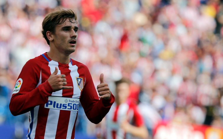 Football Soccer - Spanish Liga Santander - Atletico Madrid v Sporting - Vicente Calderon stadium, Madrid, Spain 17/09/16 Atletico Madrid's Antoine Griezmann celebrates his second goal. REUTERS/Sergio Perez - RTSO5Y0