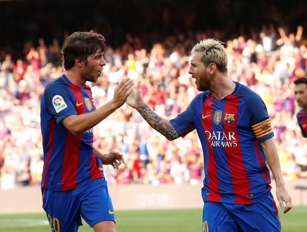 Football Soccer - Barcelona v Real Betis - Spanish La Liga Santander - Camp Nou stadium, Barcelona, Spain - 20/08/16 Barcelona's Lionel Messi and Sergi Roberto celebrate a goal against Real Betis. REUTERS/Albert Gea - RTX2MB6V