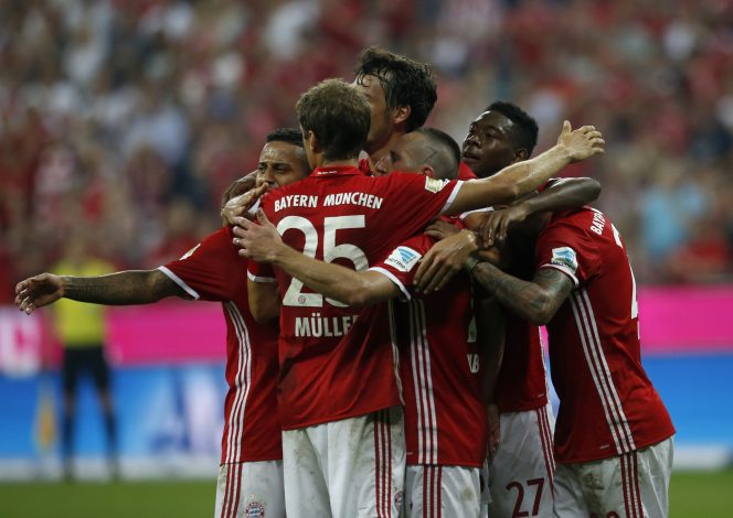 Football Soccer - Bayern Munich v Werder Bremen - German Bundesliga - Allianz Arena, Munich, Germany - 26/08/16 - Bayern Munich players celebrate scoring a goal against Werder Bremen REUTERS/Michaela Rehle DFL RULES TO LIMIT THE ONLINE USAGE DURING MATCH TIME TO 15 PICTURES PER GAME. IMAGE SEQUENCES TO SIMULATE VIDEO IS NOT ALLOWED AT ANY TIME. FOR FURTHER QUERIES PLEASE CONTACT DFL DIRECTLY AT + 49 69 650050. - RTX2N7VO