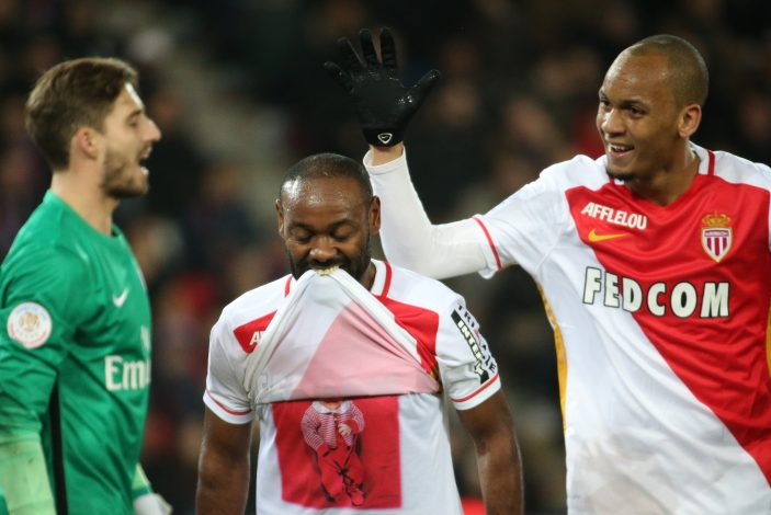 Football Soccer - Paris St Germain v Monaco - French Ligue 1 - Parc des Princes stadium, Paris, France - 20/03/2016. Monaco's Silva Vagner Love (C) celebrates goal against against Paris St Germain with Fabinho (R). - RTSBDDU