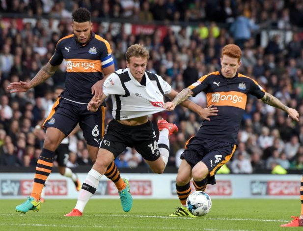 Britain Soccer Football - Derby County v Newcastle United - Sky Bet Championship - iPro Stadium - 10/9/16 Derby County's James Wilson in action with Newcastle United's Jamaal Lascelles and Jack Colback Mandatory Credit: Action Images / Paul Burrows Livepic EDITORIAL USE ONLY. - RTSN5B2