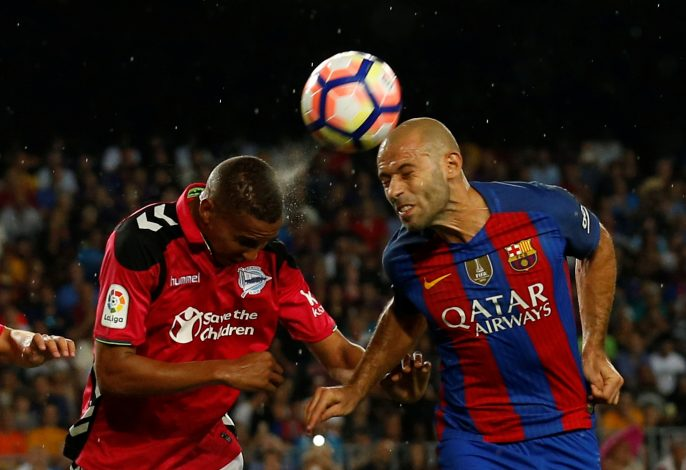 Football Soccer - Barcelona v Alaves - Spanish La Liga Santander - Camp Nou stadium, Barcelona, Spain - 10/09/16 - Barcelona's Javier Mascherano and Alaves's Deyverson Silva in action. REUTERS/Albert Gea - RTSN5VG