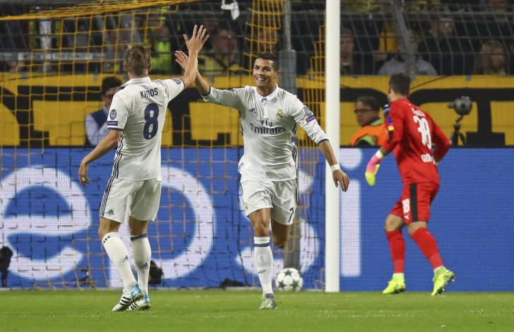 Football Soccer - Borussia Dortmund v Real Madrid - UEFA Champions League group stage - Group F - Signal Iduna Park stadium, Dortmund, Germany - 27/09/16 - Real Madrid's Toni Kroos and Cristiano Ronaldo react after scoring   REUTERS/Kai Pfaffenbach    - RTSPQ9M
