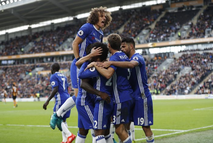 Britain Soccer Football - Hull City v Chelsea - Premier League - The Kingston Communications Stadium - 1/10/16 Chelsea's Willian celebrates scoring their first goal with team mates Action Images via Reuters / Carl Recine Livepic EDITORIAL USE ONLY. - RTSQBW8