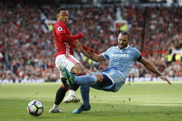 Britain Soccer Football - Manchester United v Stoke City - Premier League - Old Trafford - 2/10/16 Stoke City's Erik Pieters in action with Manchester United's Memphis Depay Action Images via Reuters / Carl Recine Livepic EDITORIAL USE ONLY. - RTSQE9V