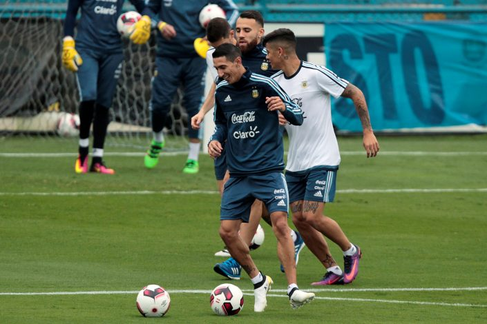 Football Soccer - Argentina's national soccer team training - World Cup 2018 Qualifiers, Lima, Peru, 03/10/16. Argentina's national team players Angel Di Maria, Marcos Rojo and Nicolas Otamendi take part in a training session ahead of their match against Peru. REUTERS/Guadalupe Pardo - RTSQM45