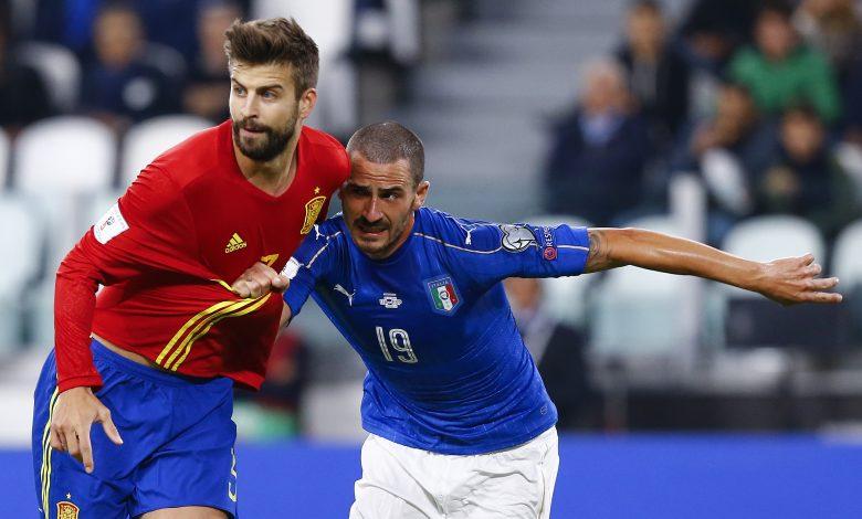 Football Soccer - Italy v Spain - World Cup 2018 Qualifier - Juventus stadium, Turin, Italy - 06/10/16. Italy's Leonardo Bonucci in action against Spain's Gerard Pique. REUTERS/Stefano Rellandini - RTSR3EJ