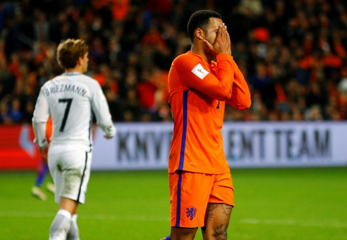 Football Soccer - Netherlands v France - World Cup 2018 Qualifier- Arena Stadion, Amsterdam, 10/10/16 The Netherlands' Memphis Depay reacts. REUTERS/Michael Kooren - RTSRO98