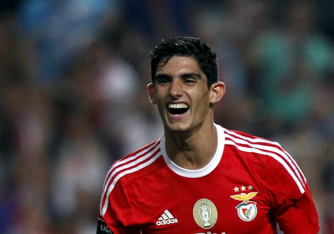 Benfica's Goncalo Guedes celebrates his goal against Pacos Ferreira during their Portuguese Premier League soccer match at Luz stadium in Lisbon, Portugal, September 26, 2015. REUTERS/Hugo Correia - RTX1SN3T