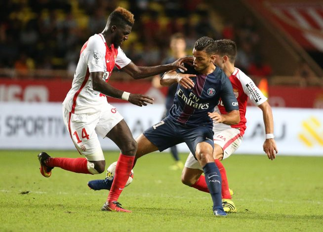 Football Soccer - Monaco v Paris St Germain - French Ligue 1 - Louis II stadium, 28/08/16. Paris St Germain's Hatem Ben Arfa (C) in action with Monaco's Tiemoue Bakayoko. REUTERS/Eric Gaillard - RTX2NDH2