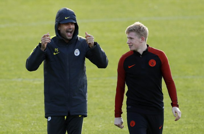 Britain Soccer Football - Manchester City Training - City Academy - 18/10/16 Manchester City manager Pep Guardiola with Kevin De Bruyne during training Action Images via Reuters / Jason Cairnduff Livepic EDITORIAL USE ONLY. - RTX2PADD