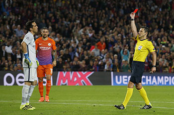 Football Soccer - FC Barcelona v Manchester City - UEFA Champions League Group Stage - Group C - The Nou Camp, Barcelona, Spain - 19/10/16 Manchester City's Claudio Bravo  is shown a red card by referee Milorad Mazic Reuters / Albert Gea Livepic EDITORIAL USE ONLY. - RTX2PKQR