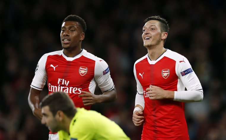 Britain Football Soccer - Arsenal v PFC Ludogorets Razgrad - UEFA Champions League Group Stage - Group A - Emirates Stadium, London, England - 19/10/16 Arsenal's Mesut Ozil celebrates scoring their sixth goal and his hat trick with Alex Iwobi  Action Images via Reuters / Andrew Couldridge Livepic EDITORIAL USE ONLY. - RTX2PL0S