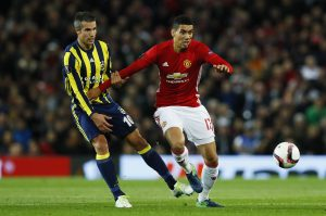 Britain Football Soccer - Manchester United v Fenerbahce SK - UEFA Europa League Group Stage - Group A - Old Trafford, Manchester, England - 20/10/16 Manchester United's Chris Smalling in action with Fenerbahce's Robin van Persie Action Images via Reuters / Jason Cairnduff Livepic EDITORIAL USE ONLY. - RTX2PRN0