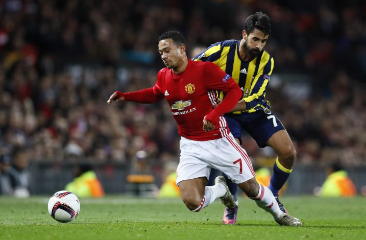 Britain Football Soccer - Manchester United v Fenerbahce SK - UEFA Europa League Group Stage - Group A - Old Trafford, Manchester, England - 20/10/16 Manchester United's Memphis Depay in action with Fenerbahce's Alper Potuk Action Images via Reuters / Jason Cairnduff Livepic EDITORIAL USE ONLY. - RTX2PS18
