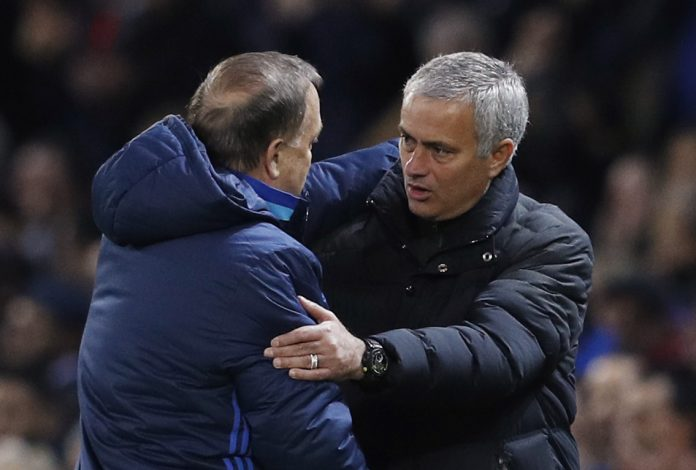 Britain Football Soccer - Manchester United v Fenerbahce SK - UEFA Europa League Group Stage - Group A - Old Trafford, Manchester, England - 20/10/16 Manchester United manager Jose Mourinho and Zenit St Petersburg coach Dick Advocaat after the match Reuters / Phil Noble Livepic EDITORIAL USE ONLY. - RTX2PS2X