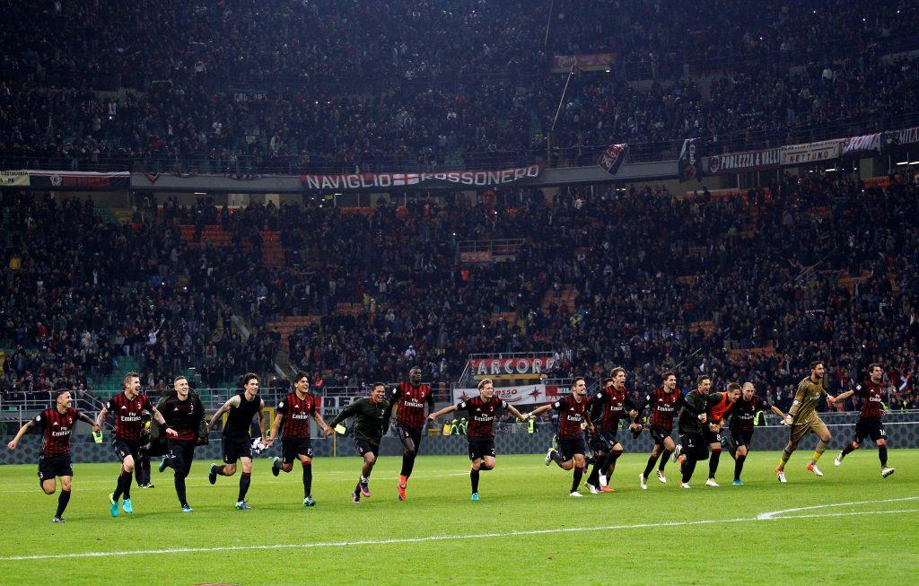 Football Soccer - AC Milan v Juventus - San Siro  stadium, Milan  Italy- 22/10/16  - AC Milan's players celebrate after winning the match.  REUTERS/Alessandro Garofalo - RTX2Q100