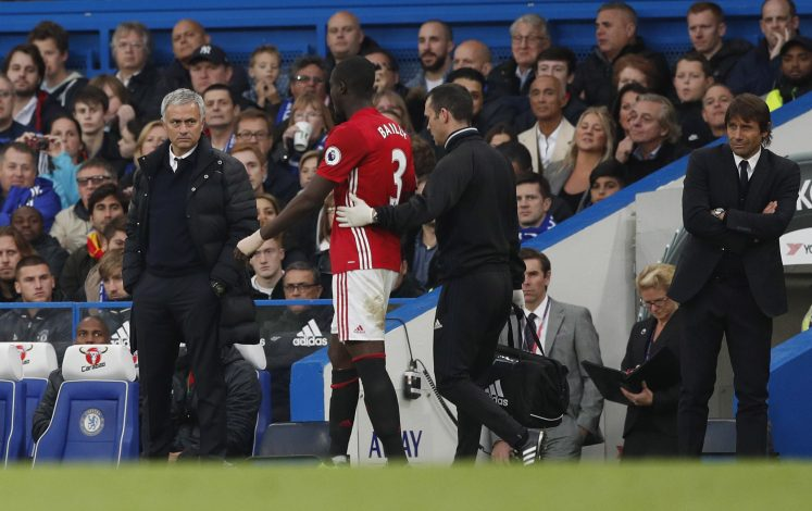 """Britain Soccer Football - Chelsea v Manchester United - Premier League - Stamford Bridge - 23/10/16 Manchester United manager Jose Mourinho looks at Eric Bailly as he comes off injured Action Images via Reuters / John Sibley Livepic EDITORIAL USE ONLY. No use with unauthorized audio, video, data, fixture lists, club/league logos or """"live"""" services. Online in-match use limited to 45 images, no video emulation. No use in betting, games or single club/league/player publications. Please contact your account representative for further details. - RTX2Q3JJ"""