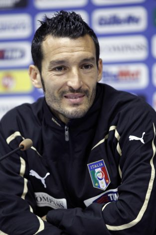 Italy's Gianluca Zambrotta attends a news conference in Irene, June 10, 2010. The 2010 Soccer World Cup kicks off on June 11. REUTERS/Stefano Rellandini (ITALY - Tags: SPORT SOCCER WORLD CUP) - RTR2EZ79