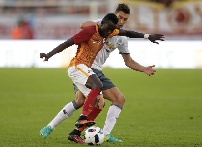 Football Soccer - Galatasaray v Manchester United - Pre Season Friendly - Ullevi Stadium, Gothenburg, Sweden - 30/7/16 Galatasaray's Bruma in action with Manchester United's Matteo Darmian Action Images via Reuters / Henry Browne Livepic  - RTSKE9P