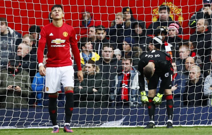 "Britain Football Soccer - Manchester United v Arsenal - Premier League - Old Trafford - 19/11/16 Manchester United's Marcos Rojo and David De Gea look dejected after Arsenal's Olivier Giroud scores their first goal Action Images via Reuters / Jason Cairnduff Livepic EDITORIAL USE ONLY. No use with unauthorized audio, video, data, fixture lists, club/league logos or ""live"" services. Online in-match use limited to 45 images, no video emulation. No use in betting, games or single club/league/player publications. Please contact your account representative for further details. - RTSSDCH"