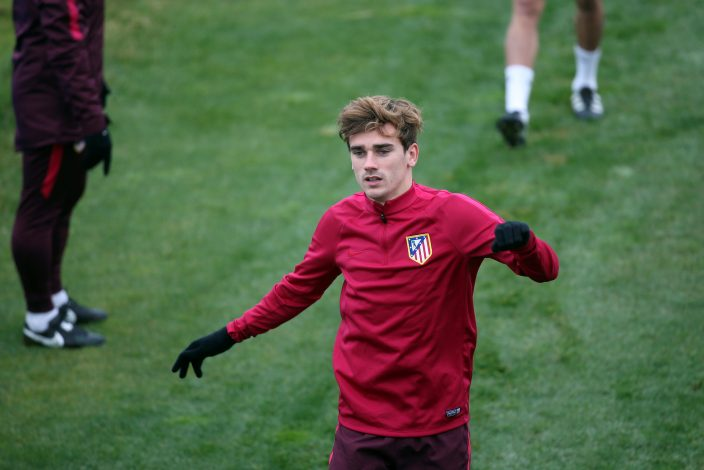Football Soccer - Atletico Madrid training - UEFA Champions League Group Stage - Group D - Atletico Madrid training grounds, Majadahonda, Spain - 22/11/16. Atletico Madrid's Antoine Griezmann attends training session. REUTERS/Susana Vera - RTSSRS2