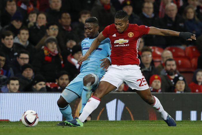 Britain Football Soccer - Manchester United v Feyenoord - UEFA Europa League Group Stage - Group A - Old Trafford, Manchester, England - 24/11/16 Manchester United's Antonio Valencia in action with Feyenoord's Eljero Elia Reuters / Phil Noble Livepic EDITORIAL USE ONLY. - RTST6U0