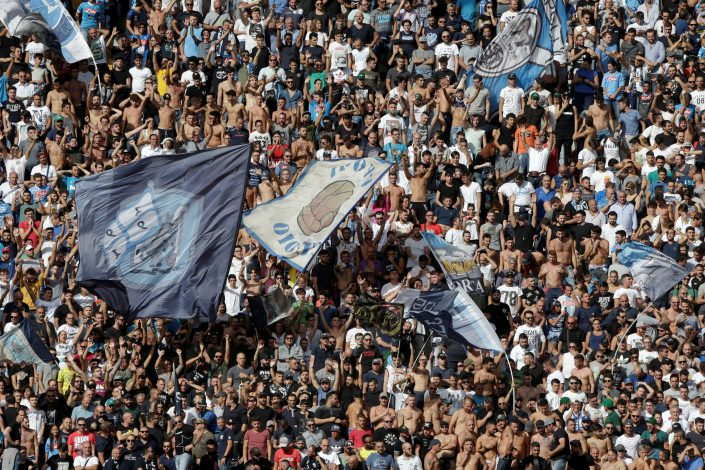 Football - Soccer - Napoli v AS Roma - Italian Serie A - San Paolo Stadium, Naples, Italy - 15/10/2016. Napoli's supporters wave flags. REUTERS/Max Rossi - RTX2OY1R