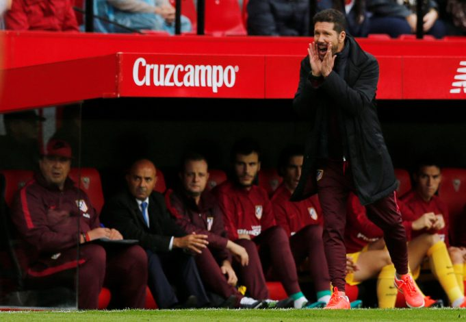 Football Soccer - Sevilla v Atletico Madrid- Spanish La Liga Santander - Ramon Sanchez Pizjuan stadium, Seville - 23/10/16 Atletico Madrid's coach Diego Simeone reacts. REUTERS / Marcelo del Pozo - RTX2Q3Q1