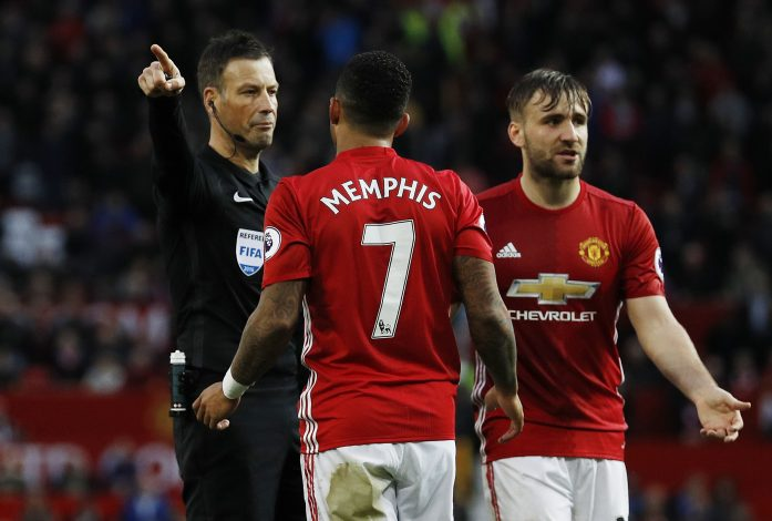 "Britain Football Soccer - Manchester United v Burnley - Premier League - Old Trafford - 29/10/16 Referee Mark Clattenburg gestures to Manchester United's Memphis Depay and Luke Shaw looks dejected Reuters / Phil Noble Livepic EDITORIAL USE ONLY.No use with unauthorized audio, video, data, fixture lists, club/league logos or ""live"" services. Online in-match use limited to 45 images, no video emulation. No use in betting, games or single club/league/player publications. Please contact your account representative for further details. - RTX2QZ8Z"