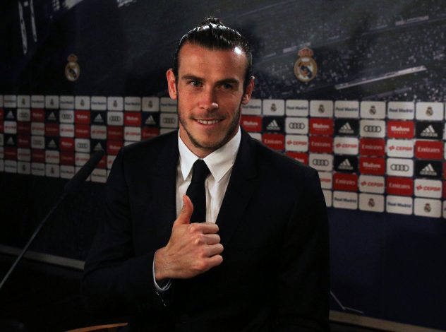 Real Madrid's Gareth Bale gestures before a news conference after extending his contract with the club at Santiago Bernabeu stadium in Madrid, Spain, October 31, 2016. REUTERS/Sergio Perez TPX IMAGES OF THE DAY - RTX2R724