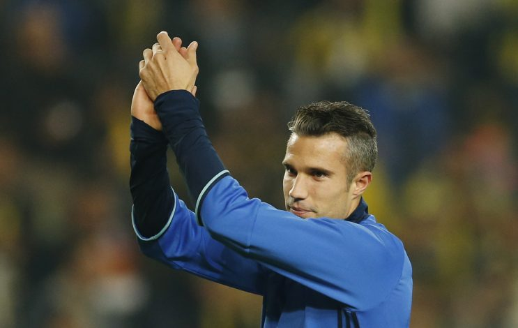 Football Soccer - Fenerbahce SK v Manchester United - UEFA Europa League Group Stage - Group A - SK Sukru Saracoglu Stadium, Istanbul, Turkey - 3/11/16 Fenerbahce's Robin van Persie applauds fans before the match Action Images via Reuters / Andrew Boyers Livepic EDITORIAL USE ONLY. - RTX2RRR2