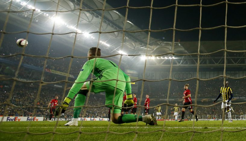 Football Soccer - Fenerbahce SK v Manchester United - UEFA Europa League Group Stage - Group A - SK Sukru Saracoglu Stadium, Istanbul, Turkey - 3/11/16 Fenerbahce's Jeremain Lens scores their second goal Action Images via Reuters / Andrew Boyers Livepic EDITORIAL USE ONLY. - RTX2RSTV