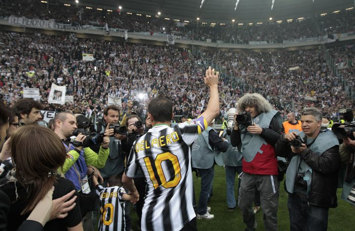 Juventus' Alessandro Del Piero celebrates after winning their 28th Italian Serie A title at the end of their match against Atalanta at the Juventus stadium in Turin May 13, 2012. REUTERS/Stefano Rellandini (ITALY - Tags: SPORT SOCCER) - RTR3209T