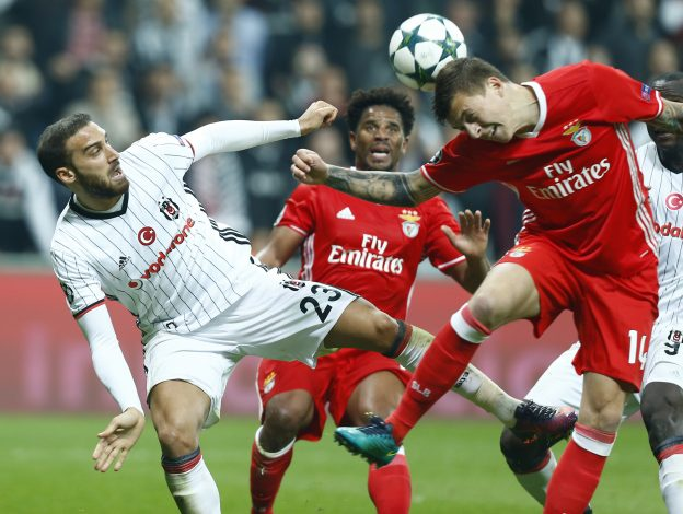 Football Soccer - Besiktas vs Benfica - UEFA Champions League group stage - Group B - Vodafone Arena, Istanbul, Turkey - 23/11/2016. Besiktas's Cenk Tosun and Benfica's Victor Nilsson Lindelof in action. REUTERS/Osman Orsal - RTST0NI