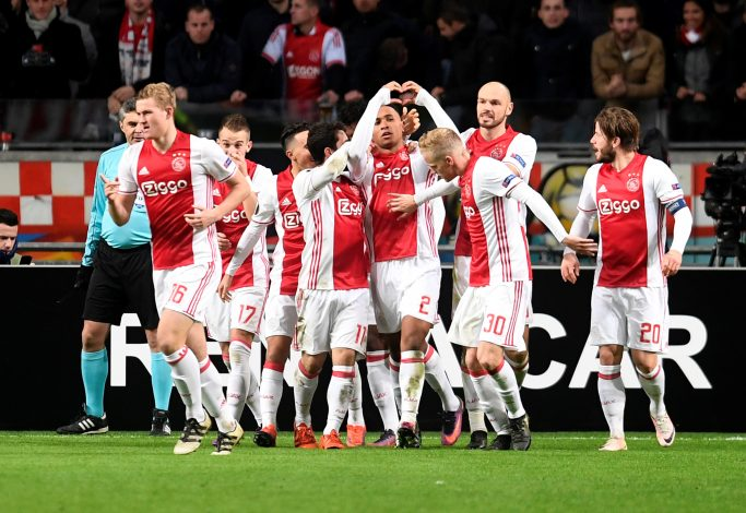 Soccer Football - Ajax Amsterdam v Panathinaikos - UEFA Europa League Group Stage - Group G - Amsterdam Arena, Amsterdam, Netherlands - 24/11/16 Ajax Amsterdam's players celebrate scoring a goal. REUTERS/United Photos/Toussaint Kluiters - RTST6ER
