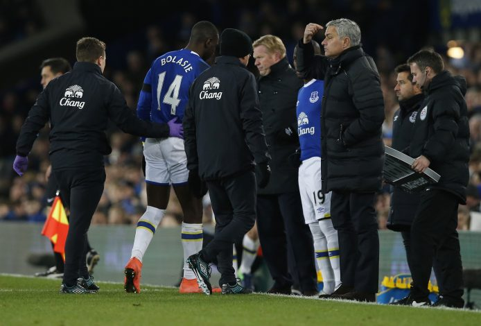 """Football Soccer Britain - Everton v Manchester United - Premier League - Goodison Park - 4/12/16 Everton's Enner Valencia comes on as a substitute to replace Yannick Bolasie as manager Ronald Koeman and Manchester United manager Jose Mourinho look on Reuters / Andrew Yates Livepic EDITORIAL USE ONLY.No use with unauthorized audio, video, data, fixture lists, club/league logos or """"live"""" services. Online in-match use limited to 45 images, no video emulation. No use in betting, games or single club/league/player publications. Please contact your account representative for further details - RTSULZY"""