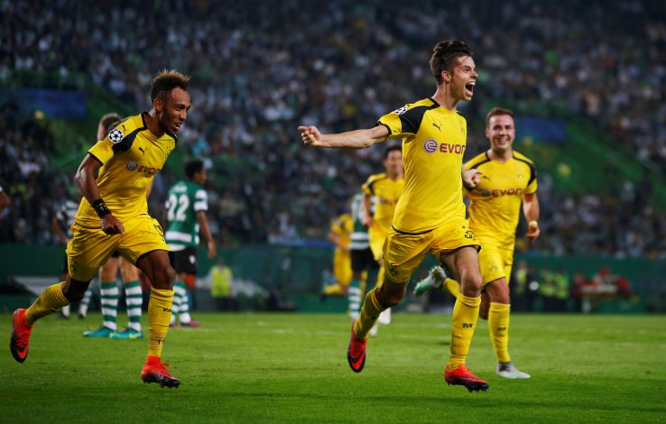 Football Soccer - Sporting Lisbon v Borussia Dortmund - Champions League - Group F - Alvalade stadium, Lisbon, Portugal - 18/10/16 Borussia Dortmund's Julian Weigl celebrates his goal. REUTERS/Rafael Marchante - RTX2PEIY