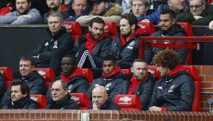 Juan Mata, Daley Blind, Sergio Romero, Eric Bailly, Marcus Rashford, Wayne Rooney and Marouane Fellaini on the substitutes bench.