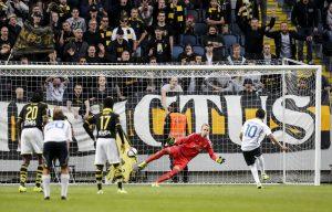 Atromitos' Javier Umbides (10) scores a penalty against AIK's goal keeper Patrik Carlgren.