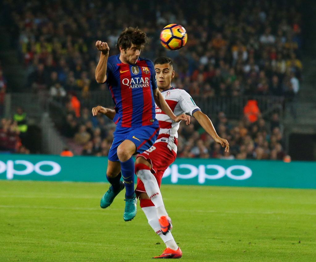 Barcelona's Sergi Roberto and Granada's Andreas Pereira in action .