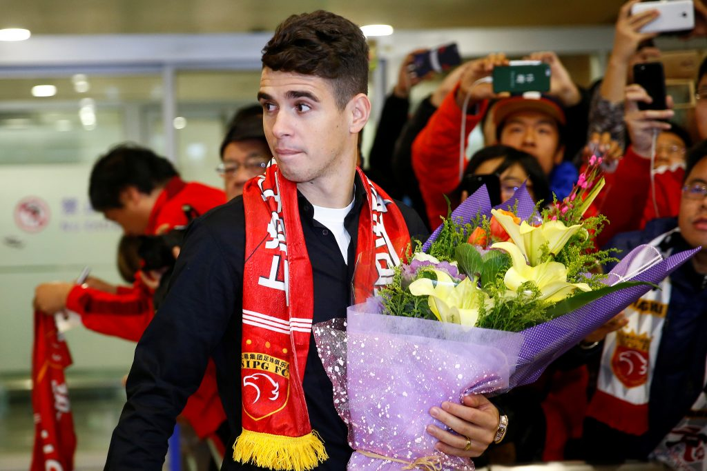 Oscar arrives at the Shanghai Pudong International Airport.