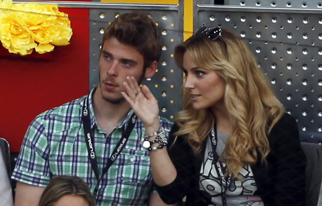 David de Gea (L) listens to his girlfriend Edurne.
