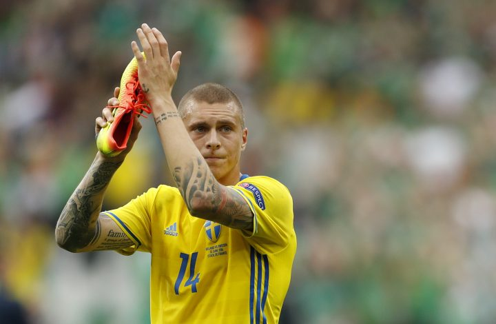 Sweden's Victor Lindelof applauds fans after the game.