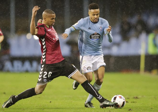 Celta Vigo's Theo Bongonda (R) and Alaves' Deyverson in action.