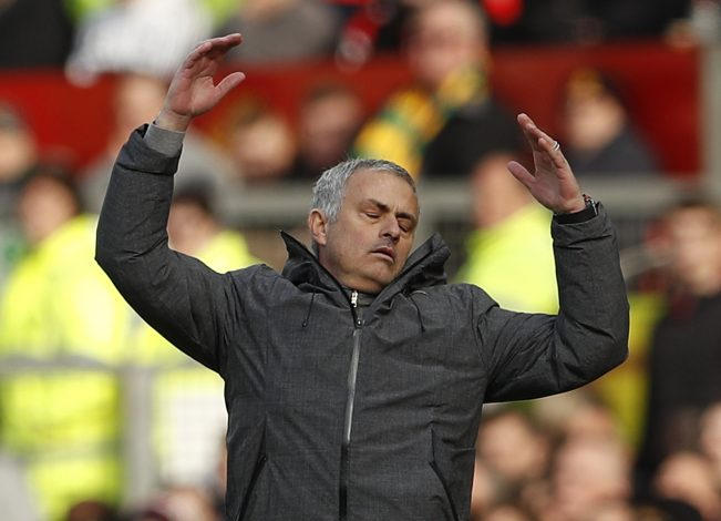 Van Gaal criticises Mourinho: 'He lets himself go out of control'