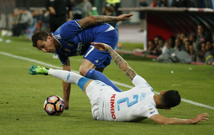 Juventus' Mario Mandzukic in action with Napoli's Elseid Hysaj.